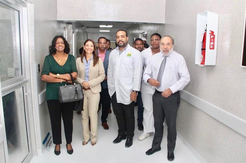 Representante de la OPS visita hospital Juan Pablo Pina