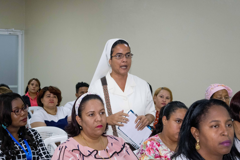 Imparten conferencia sobre empoderamiento de la mujer y violencia de género